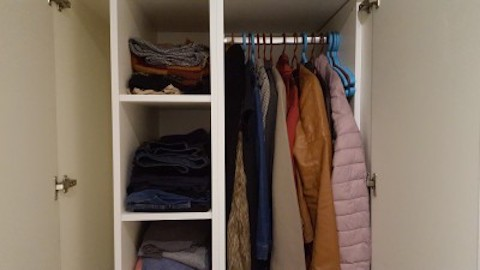 Beginner minimalists learn to 'dress with less' by de-cluttering their closets