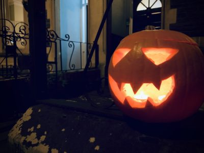 Jack o' Lantern outside a house